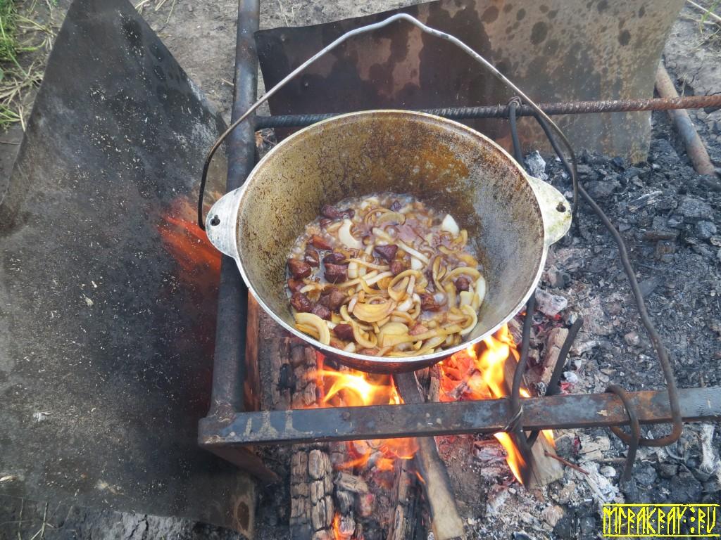 казан, мясо, огонь, дым